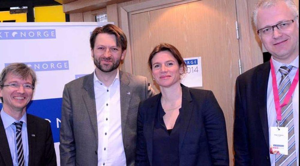 Paul Chaffey,  Eirik Lae Solberg og Marianne Mazzucato var blant talerne under IKT-Norges NEO 2014-konferanse i forrige uke. Her sammen med Roger Schjerva, sjefsøkonom i IKT-Norge.