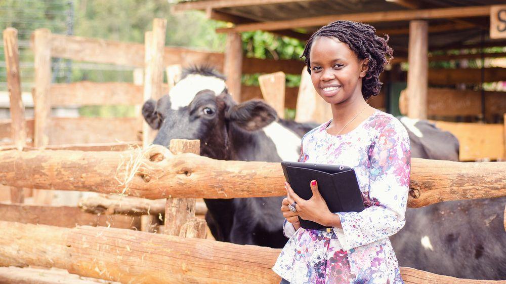 Charity Wayua er forsker ved IBM Research Africa, her fotografert under feltarbeid.