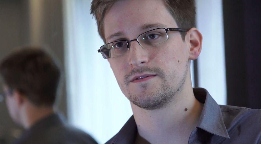 Edward Snowden forteller selv at han tok stillingen ved Booz Allen Hamilton nettopp for å få mulighet til å samle bevis om NSAs virksomhet.
