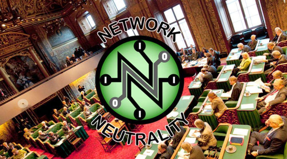 Myndighetenes regler for nettnøytralitet gjør giganter som Apple og Google til gratispassasjerer som slipper å delta i investeringer i høyhastighets bredbånd. Trolig vil myndigheter, her representert ved nasjonalforsamlingen i Nederland, tillate partnerskap som åpner for differensiert nettilgang, i strid med dagens regler for nettnøytralitet.