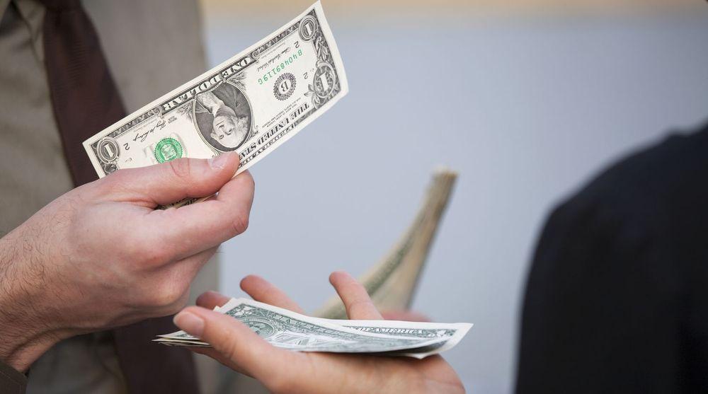 Små belønninger er ofte alt som skal til for at forbrukere deler mer personlig informasjon med sine tjenesteleverandører enn det som strengt tatt er nødvendig. For leverandørene kan informasjonen har stor verdi, ikke minst dersom kundene godtar at informasjonen selges videre.