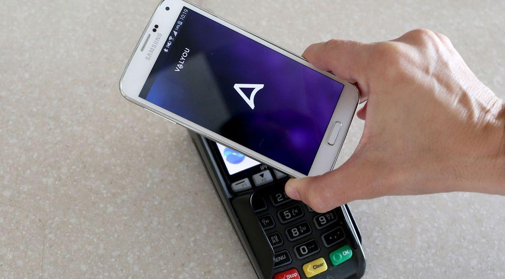 Valyou fra Telenor og DNB er en av en rekke ulike løsninger for kontaktløs NFC-betaling med mobiltelefonen. At Apple også kommer på banen med sin Apple Pay er bare positivt, sier de.