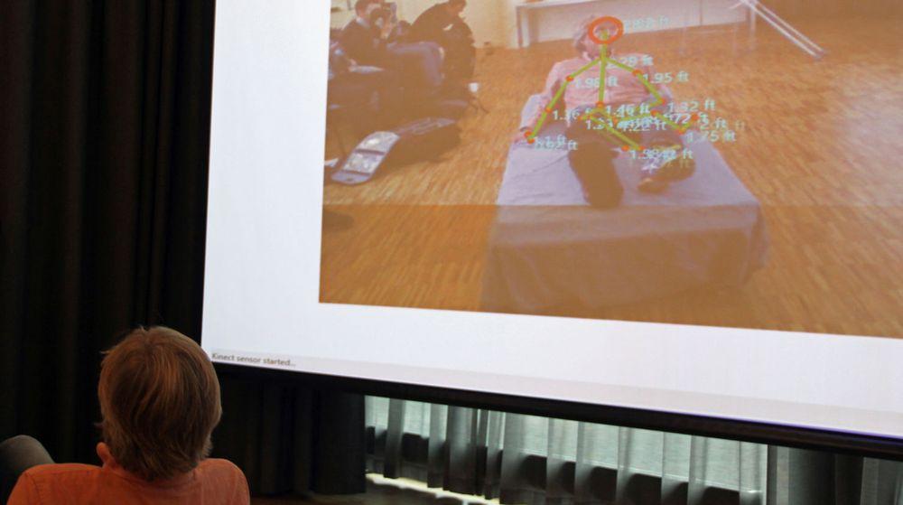 Terje Gårdsmoen ved Sykehuset Østfold demonstrerte at Kinect kan registrere pasientens bevegelser i sykesengen og varsle dersom pasienten faller ut.