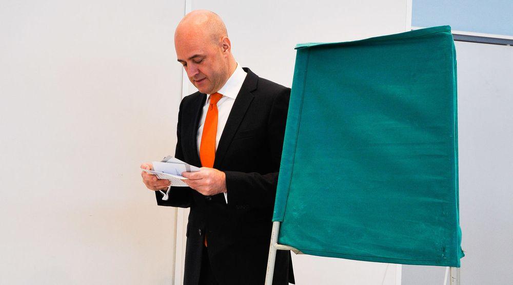 KNUST: Sveriges avtroppende statsminister Fredrik Reinfeldt da han leverte sin stemme i forrige måned. Etter å ha tapt valget og regjeringsmakten skal nå IKT-utstyret til nærmere 200 personer ødelegges.