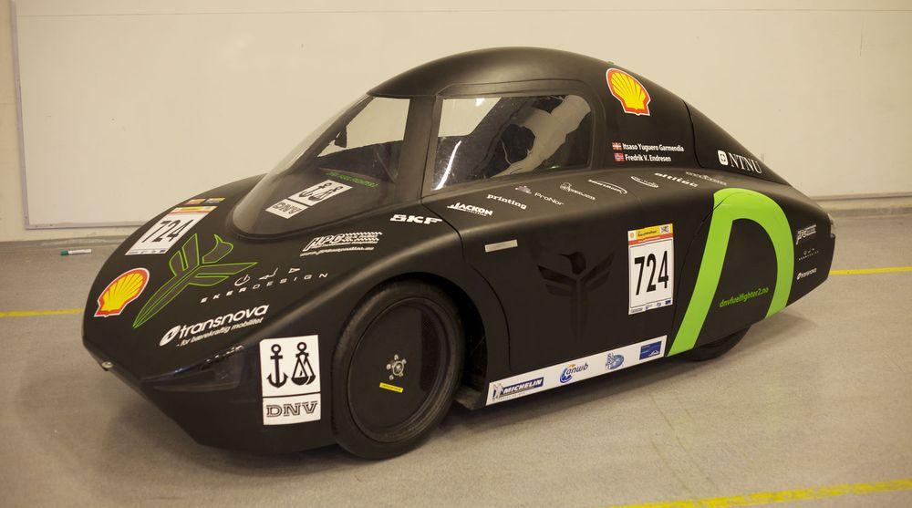DNV Fuel Fighter-bilen til NTNU-studentene har i år fått et solcellepanel, i tillegg til et lite 48 volts litiumbatteri. Motoren er en diskmotor som sitter i det ene bakhjulet. En permanentmagnet får hjulet til å gå rundt. For å gjøre motoren lett, er den laget uten jern. Hele bilen veier omtrent 70 kilo. Karosseriet er laget i karbonfiber. Motoren trekker omtrent 100 watt ved marsjfart. Bilens maksimalfart er 40 km/t. I konkurransen må gjennomsnittfarten være på minst 25 km/t.