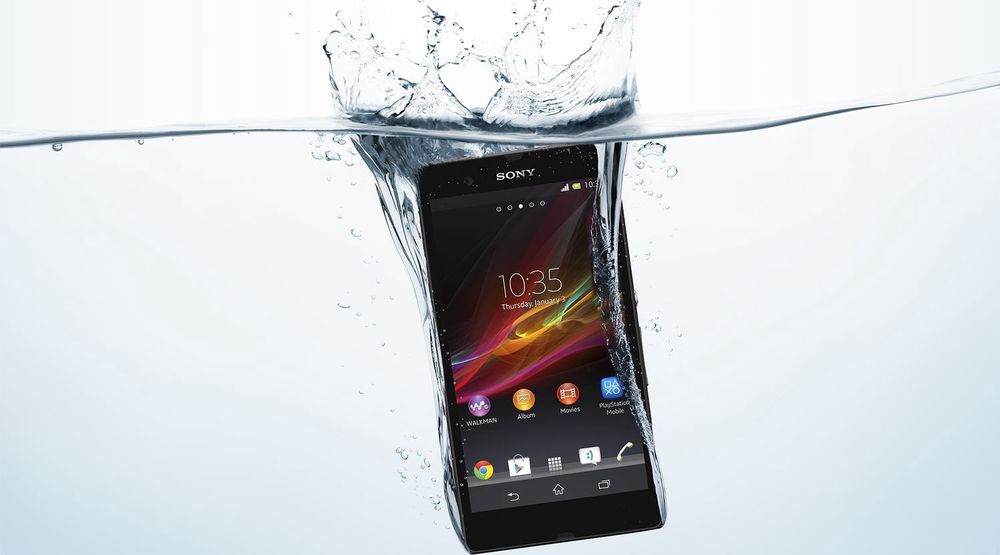 Sony Xperia Z skal tåle å bli dyppet i vann. Det kan være blant egenskapene som gjør at den raser opp på Telenors salgsliste.