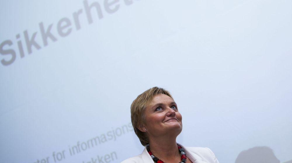 Er det teknologien eller er det de folkevalgte som skal bestemme? Det er ett av spørsmålene Arild Haraldsen tar opp etter å ha lest stortingsmeldingen Digital Agenda, som ble lat frem av statsråd Rigmor Aasrud (bildet) før påsken.