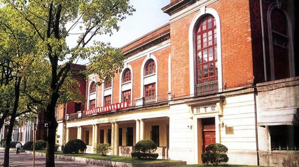 Shanghai Jiaotong ble etablert i 1896 og har stor internasjonal prestisje.