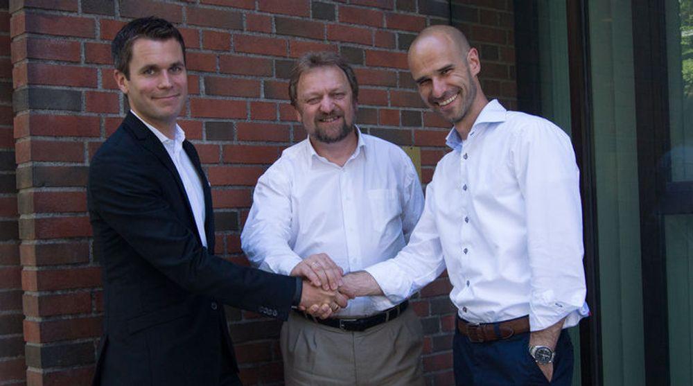 Slår sine pjalter sammen. Fra venstre: Henrik Lie-Nielsen, administrende direktør i Knowit AS (Norge), Erik Amundrud, daglig leder i Knowit i Oslo og Petter Hellevik, administerende direktør Amende AS.