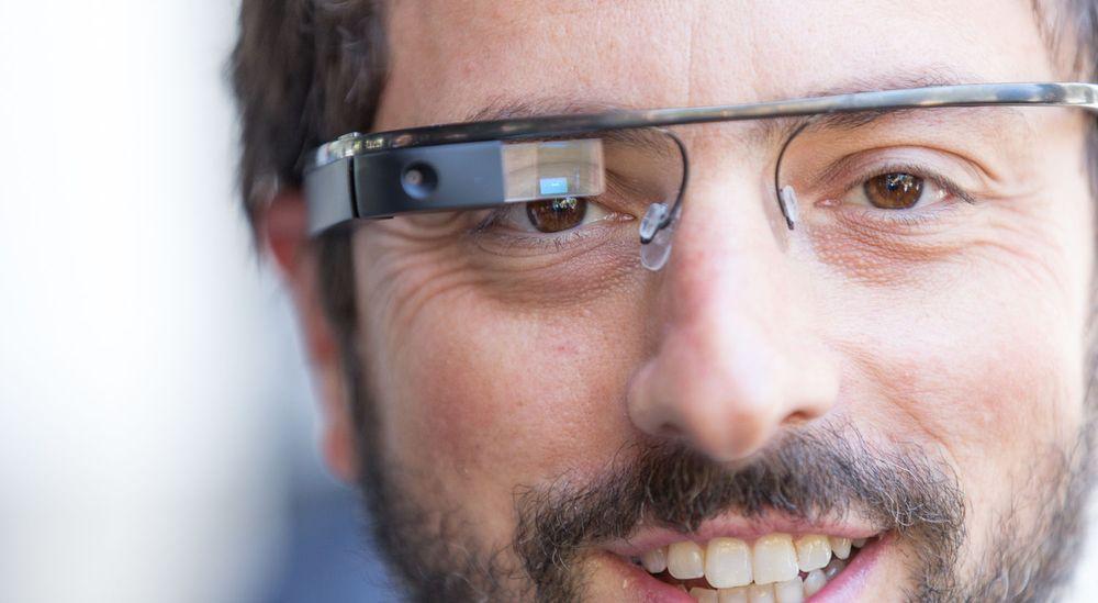 Muligheten for å filme eller gjør lydopptak i det skjulte, er sentralt i bekymringene som personvernmyndigheter og andre har uttalt om Google Glass. Her er det medgründer i Google, Sergey Brin, som har på seg en slik brille.