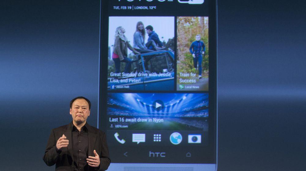 HTC-sjef Peter Show med selskapets håp om bedring, toppmodellen HTC One.