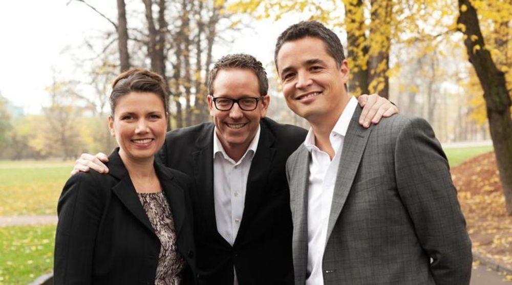 Easybring, her representert med kommunikasjonssjef Heidi Nordby Lund (t.v), gründer Erland Bakke og markedssjef Kei Grieg Toyomasu feirer kontrakt med Finn.no.
