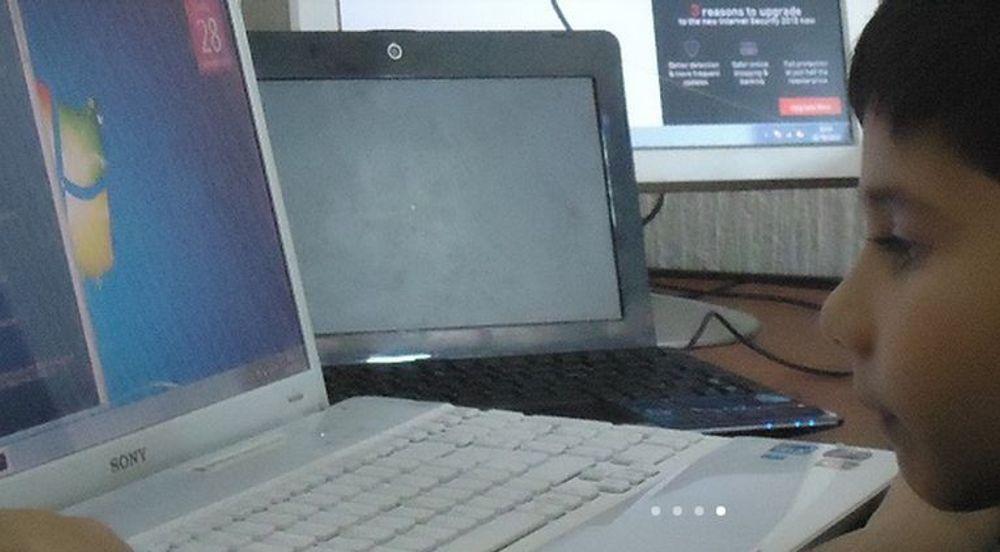"""Unggutten Ayan Qureshi er tidenes yngste med Microsoft-sertifisering. På egne nettsider blir han fremstilt som """"det lille IT-geniet"""". MCP-sertifiseringen ble bestått da han var 5 år gammel."""