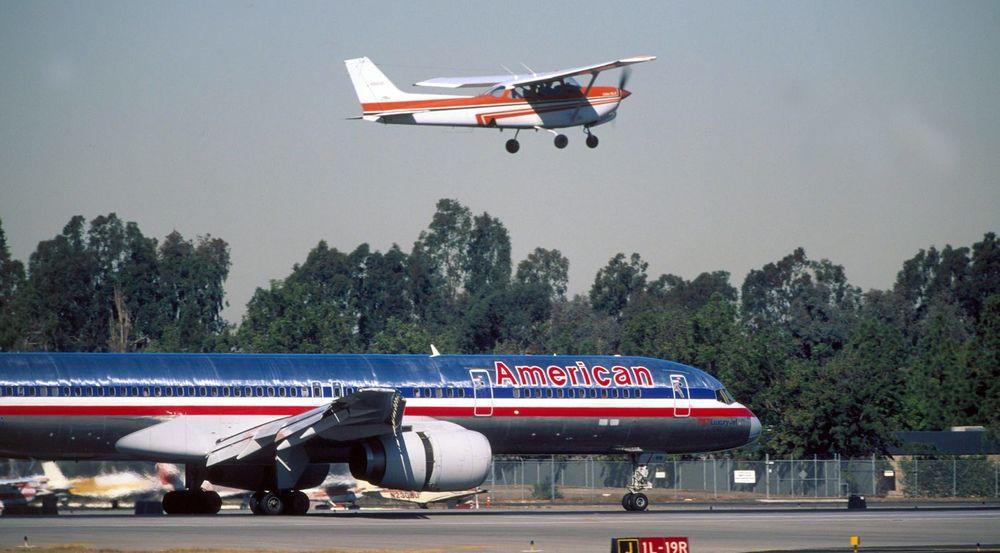 Amerikanske myndigheter samler store mengder samtaledata fra mobiltelefoner ved hjelp av falske mobilmaster plassert i småfly, av typen Cessna (avbildet øverst) skriver Wall Street Journal.