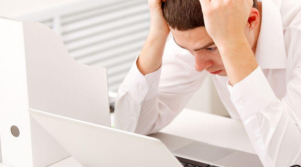 FLASKEHALS: Ledere som bruker dager på å svare på e-post tilhører papiralderen, mener kronikkforfatteren.