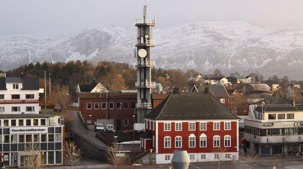 Telenor tilbyr nå 4G-basert mobildata i 235 norske kommuner. Her vises en oppgradert mobilmast i Brønnøysund.