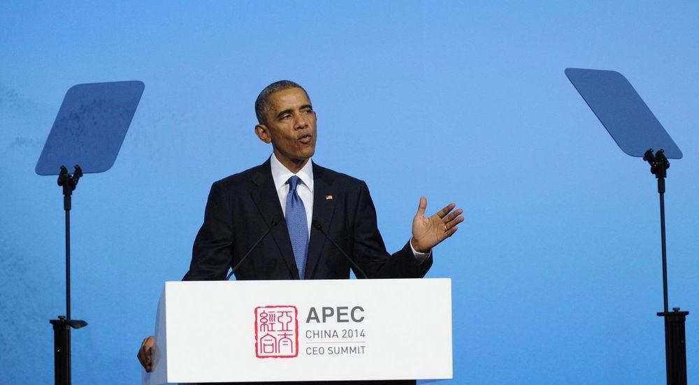ALLE DATAPAKKER LIKE: President Barack Obama, her under et møte i Samarbeidsorganisasjonen for Asia og Stillehavsregionen (APEC) mandag, ønsker et internett uten «forkjørsrett».