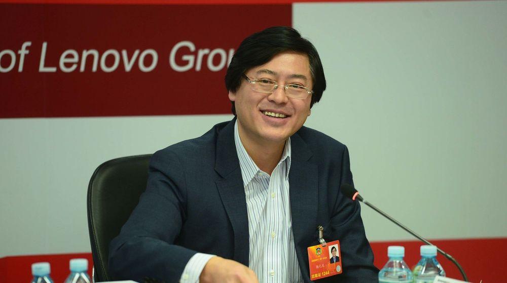 Lenovo-toppsjef Yang Yuanqing virker tilfreds med veksten til selskapet, selv om omsetningen totalt sett i forrige kvartal var lavere enn det analytikere hadde ventet.