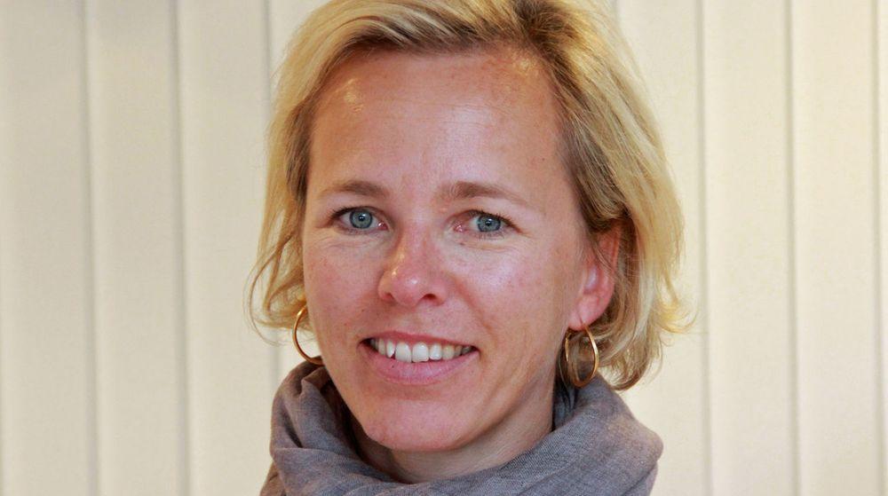 Isabella Alveberg ser at nye ledere kan slite litt i overgangen til å la andre gjøre oppgavene og skinne.