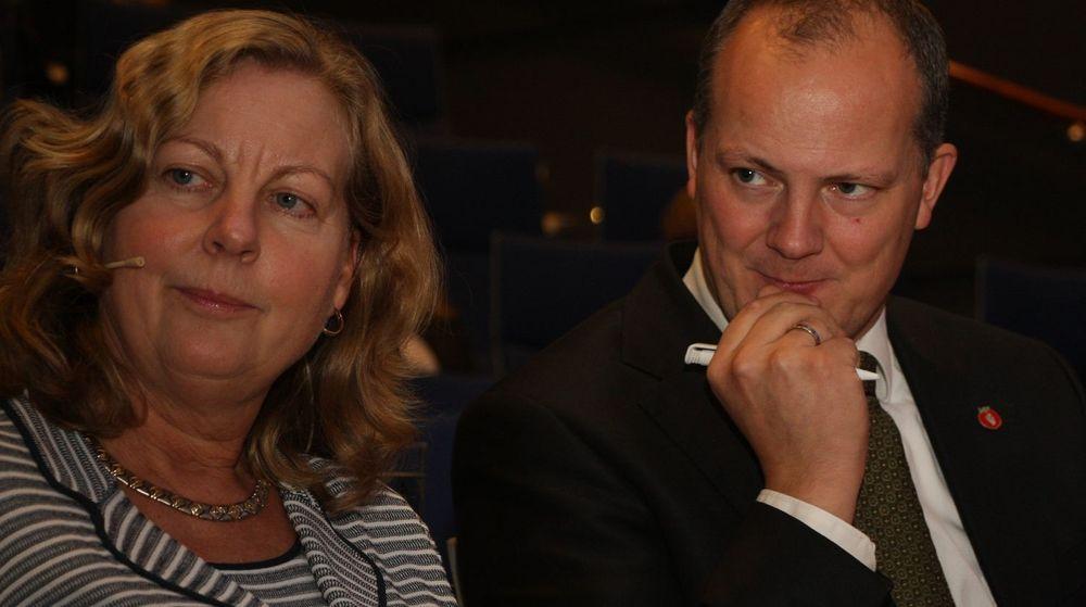 Telenordirektør Berit Svendsen får gehør fra statsråd Ketil Solvik-Olsen for sine behov for lavere utbyggingskostnader.