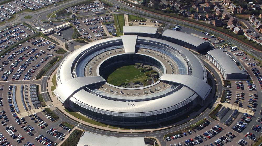 Teknologidirektøren for GCHQs National Cyber Security Centre kommer med kraftig kritikk av IT-sikkerhetsbransjens markedsføring. Bildet viser GCHQs hovedkvarter, «The Doughnut», i Cheltenham, England.