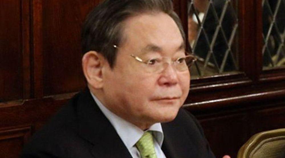 Lee Kun-hee (72) ble søndag hjerteoperert i all hast. Sør-koreas rikeste mann gikk formelt av som styreformann i Samsung-gruppen i 2008, men kontrollerer i praksis fortsatt hele konsernet. Det var hans far som stiftet selskapet tilbake i 1938.
