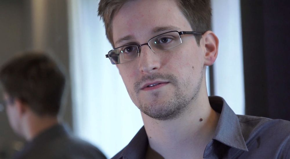 NSA-varsler Edward Snowden (30) sitter fortsatt fast på flyplassen i Moskva.