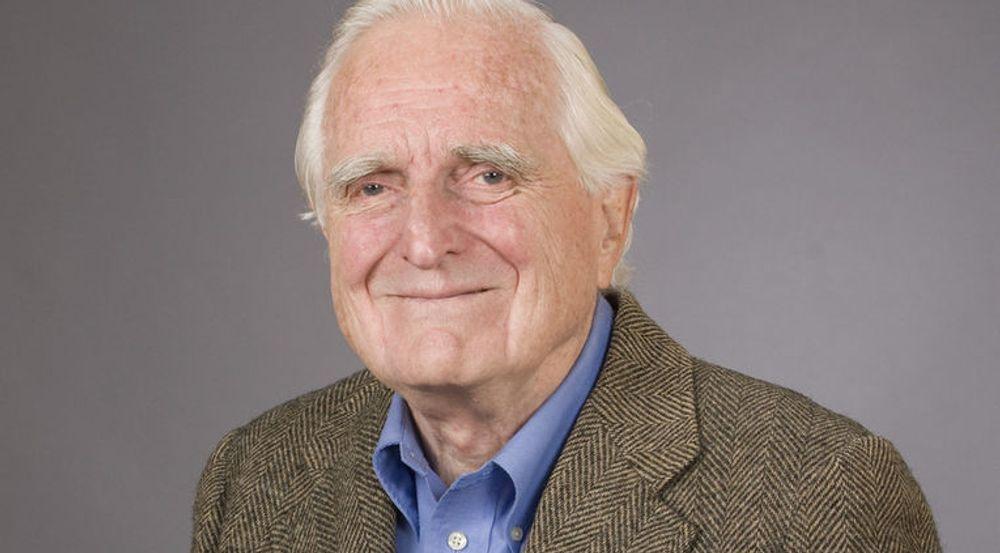 Med Douglas Engelbart har en stor visjonær gått bort. Selv om han mente hans drøm ikke ble virkeliggjort i hans levetid, har han satt avgjørende spor etter seg i datautviklingen, skriver Arild Haraldsen som selv traff Engelbart i 1999.