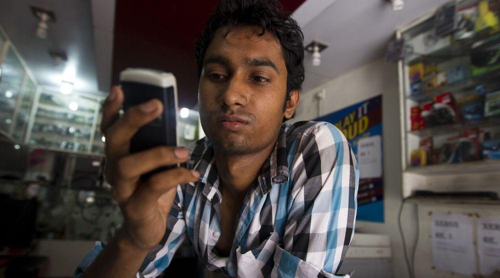 Mobilen er hovedinngang til nettet for indiske bredbåndsbrukere. Prisene er lave nok til at 3G kunne blitt folkeeie, men infrastrukturen er for dårlig.