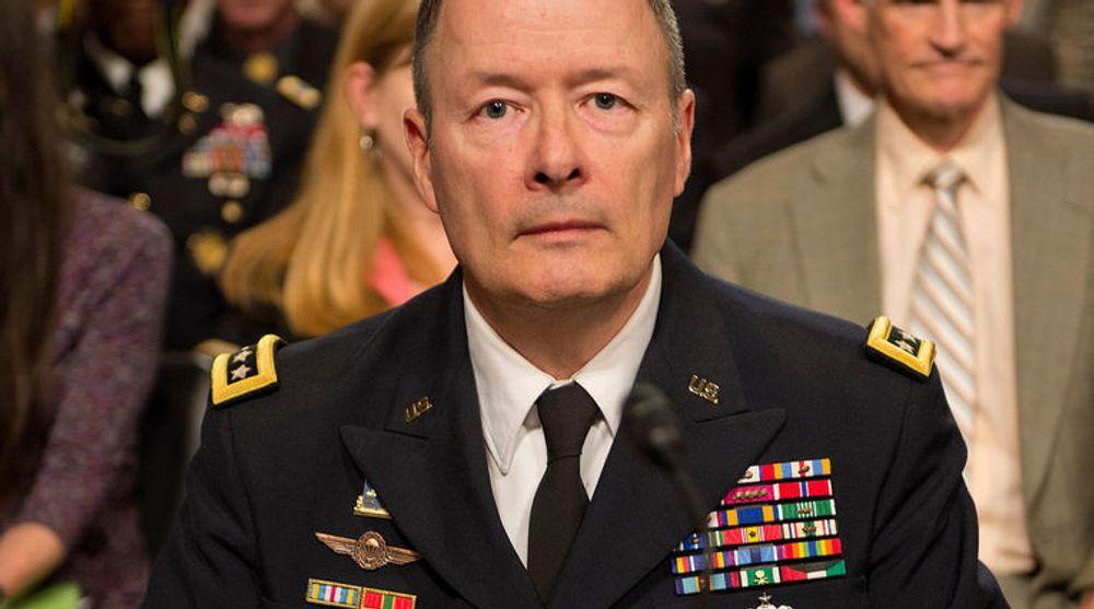 FERDIG: General Keith Alexander ventes å trekke seg som direktør for USAs e-tjeneste National Security Agency (NSA), etter avsløringene om omfattende og kontroversiell overvåkning også av amerikanske innbyggere. Det kan gi president Barack Obama en sjanse til å gjøre endringer i hysj-tjenesten.