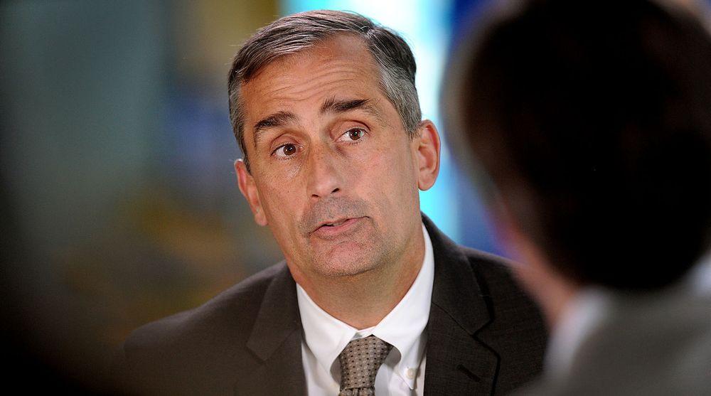 Intel-sjef Brian Krzanich håper billigere bærbare vil få flere til å velge pc framfor brett.