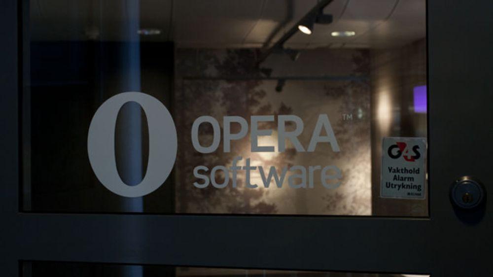 Opera Software er på vei mot en markedsverdi på over 13 milliarder kroner, mener meglerhus som oppjusteres sitt kursmål ganske kraftig fra 71 til 110 kroner aksjen.