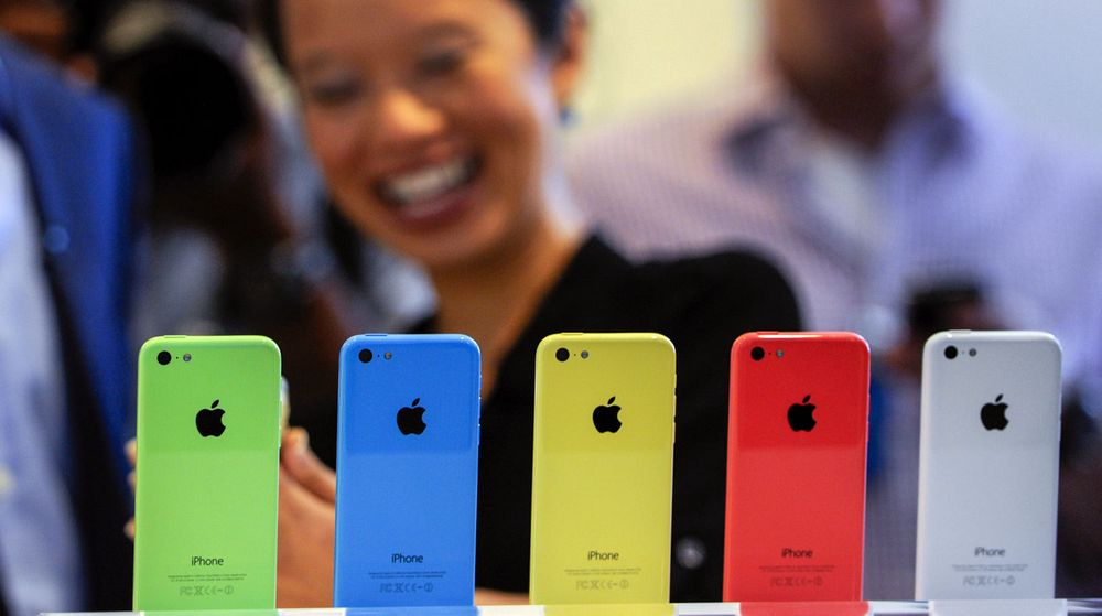 Ifølge Reuters sine amerikanske mobilkilder har etterspørselen etter iPhone 5C vært heller laber. Fredag vil salget starte av denne og toppmodellen, iPhone 5S, i det amerikanske markedet.
