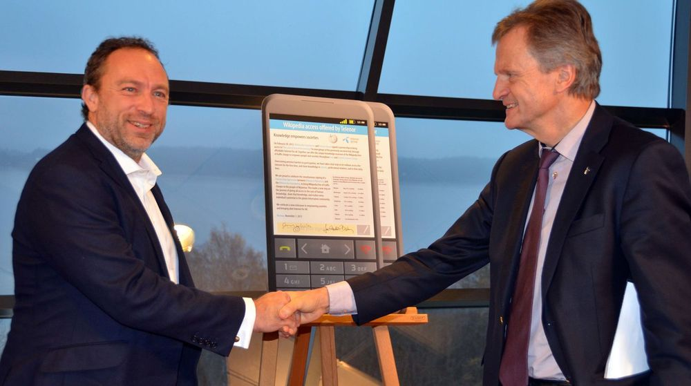 Jimmy Wales og Jon Fredrik Baksaas utvidet ordningen Wikipedia Zero til også å gjelde Myanmar i Oslo i dag.