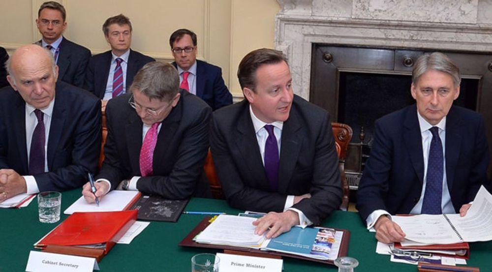 Sikkerhetshensyn tvinger David Cameron og hans regjeringskolleger til å holde seg til papir.