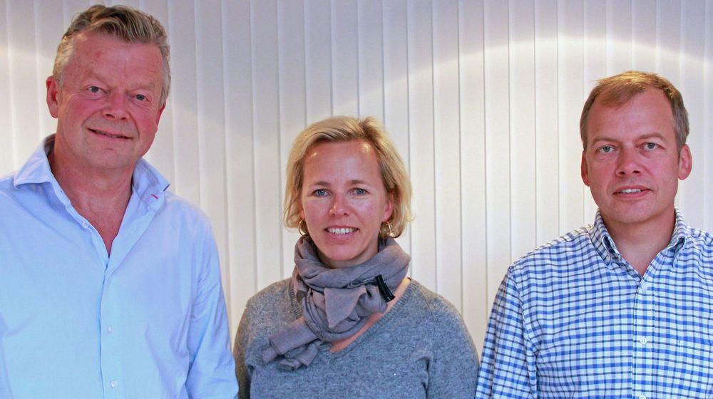 Norman er 30 år i år og fortsetter med kjernevirksomheten, samtidig som selskapet ifølge COO Isabella Alvedal er blant de første i bransjen med en løsning i nettskyen. Her er Alvedal flankert av Bjørn Lilleeng (t.v.) og Kristian Bognæs (t.h.).