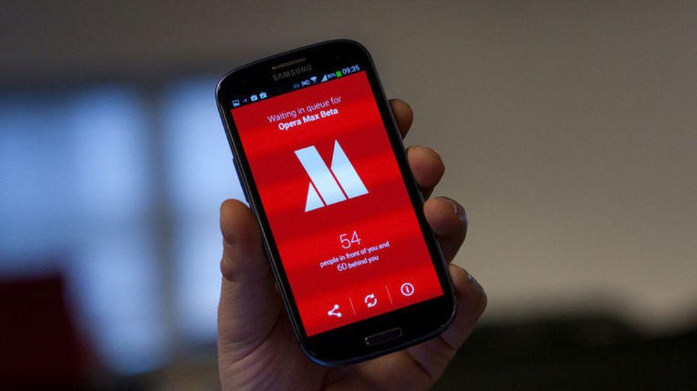 Opera Max reduserer datatrafikk ved å komprimere videoer og bilder for nesten enhver app på mobilen. Ifølge selskapet er besparelsen på opptil 50 prosent av datatrafikken. Max finnes foreløpig bare til Android-plattformen.