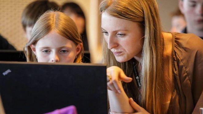 Topp-politikerne lover å digitalisere, men folk flest gir blaffen