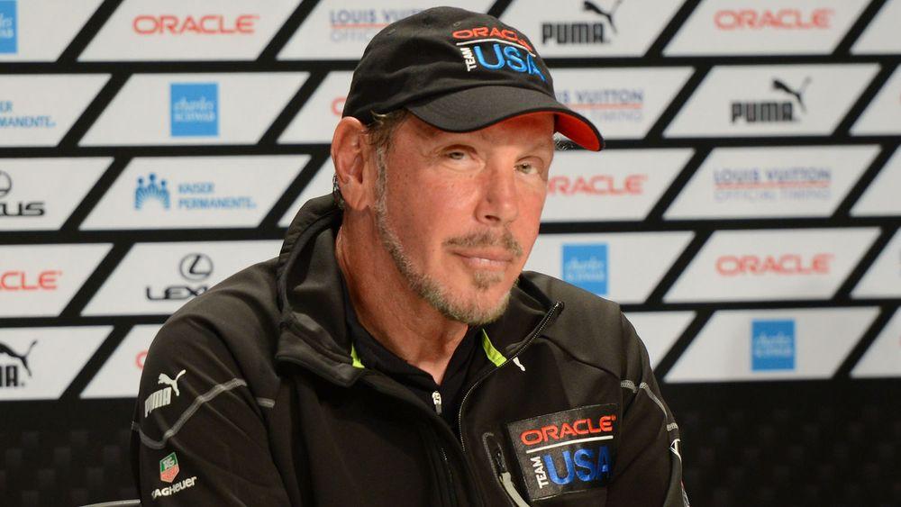 Larry Ellison 25. september i år, svært fornøyd etter å ha vunnet regattaen Americas Cup.