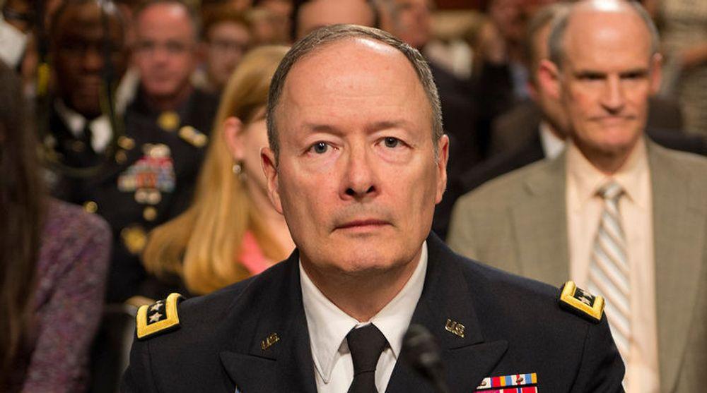 NSA-topp, General Keith Alexander, er under stort press. Et utvalg nedsatt av president Barack Obama vil stramme kraftig inn på bruken av overvåkning.