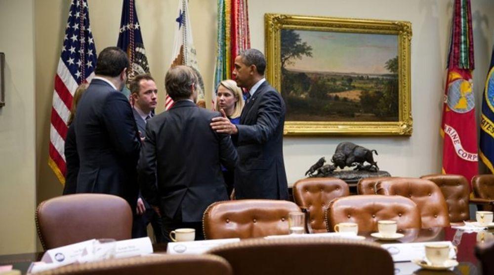 President Barack Obama i samtale med toppledere fra en rekke amerikanske teknologiselskaper. Møtet fant stedet den 17. desember 2013 i Roosevelt-rommet i Det hvite hus. På bildet seg man i alle fall Obama selv og Yahoo-sjef Marissa Mayer.