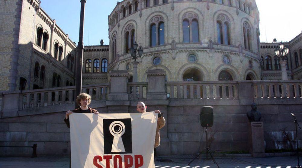 Det var betydelige protester mot Datalagringsdirektivet da  det gjennom i Stortinget i 2011. Nå kan EU-direktivet stoppes av EU selv.
