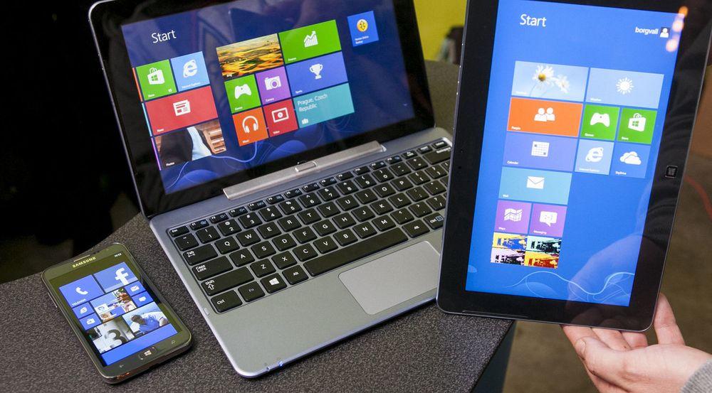 Det er så langt ingenting som tyder på at Windows for pc-er vil bli tilbudt gratis i framtiden. Men Microsoft vurderer angivelig at framtidige utgaver av operativsystemene på enheten til venstre og høyre på bildet, henholdsvis Windows Phone og Windows RT, skal bli tilbudt gratis til maskinvareleverandørene.