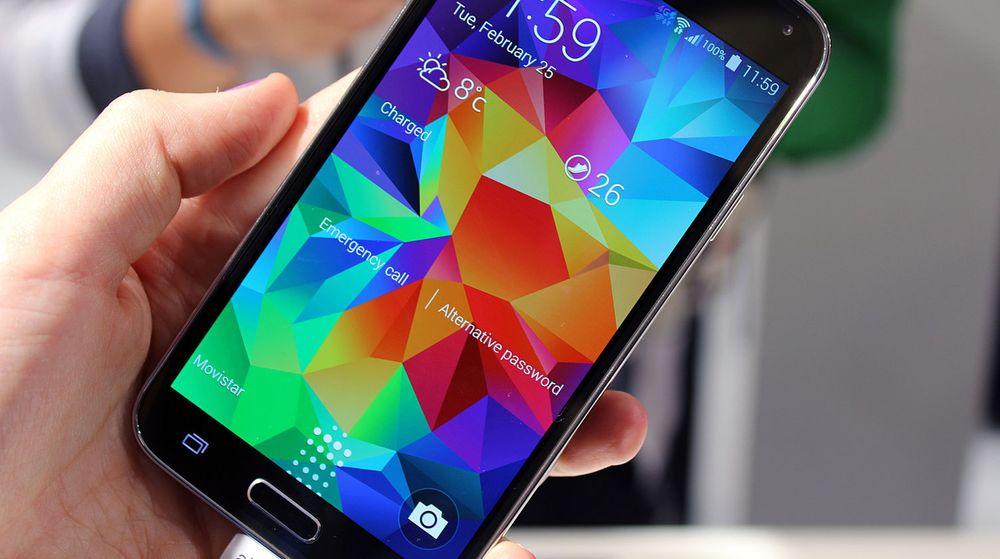 BETAL MED ET FINGERAVTRYKK: Med Samsung Galaxy S5 kan man bruke fingeravtrykkssensoren til å autentisere betalinger med PayPal.