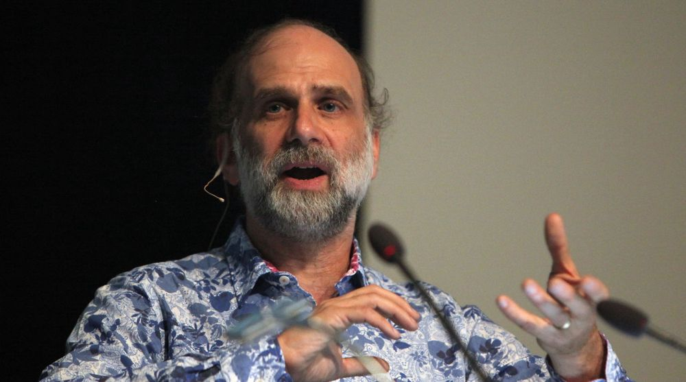 IT-sikkerhetseksperten Bruce Schneier, her avbildet under Congress on Privacy & Surveillance (CoPS213) ved École Polytechnique Fédérale de Lausanne.