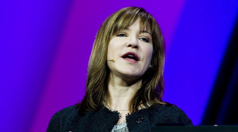 Julie Larson-Green viker plass for Stephen Elop i Microsoft.