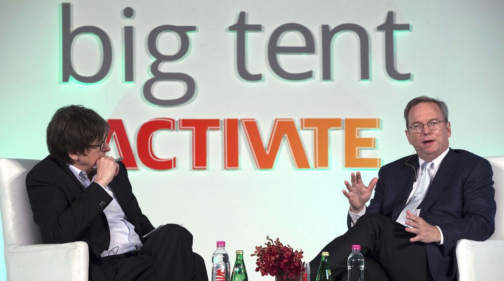 Googles styreformann, Eric Schmidt, ble intervjuet på scene av sjefredaktør Alan Rusbridger under Big Tent Activate Summit 2013 i New Dehli denne uken.