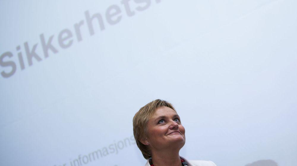 SER OPP: IT-minister Rigmor Aasrud vil ha flere norske bedrifter og offentlige virksomheter opp i nettskyen.