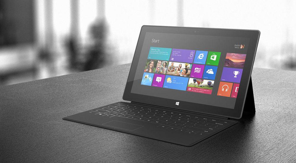 Surface RT og operativsystemet Windows RT har hele tiden framstått som et risikoprosjekt som skal gi Microsoft et fotfeste i nettbrettmarkedet. Svake salgstall fra anonyme kilder og mangelen på offisielle salgstall tyder på at interessen for plattformen er beskjeden blant forbrukere.  Selskapet Surface Pro-enheter koster langt mer, men henvender seg til en helt annen målgruppe.