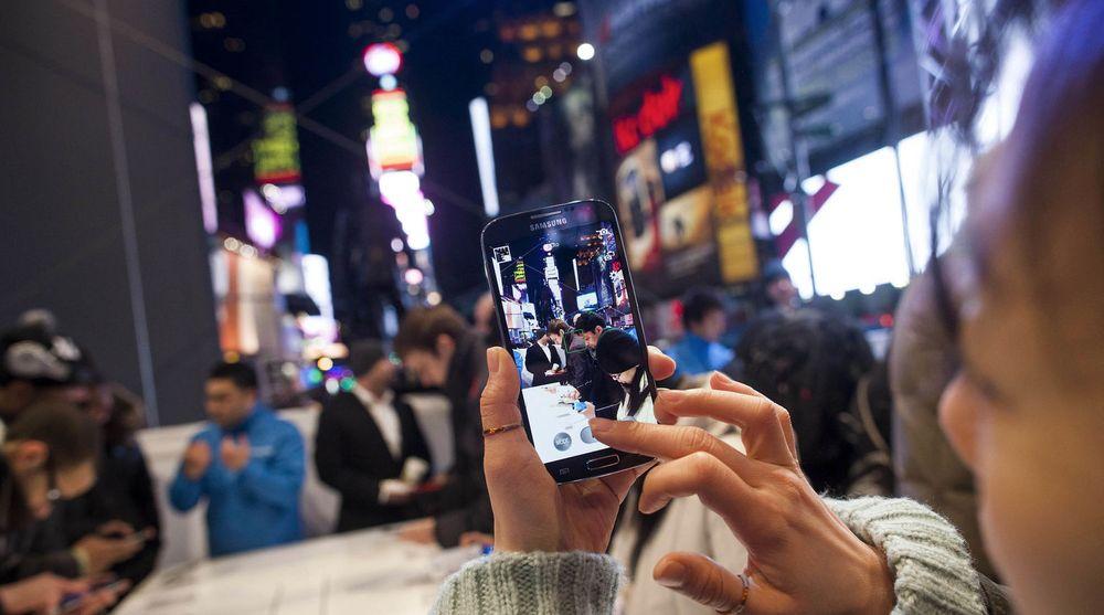 Samsung lanserte i natt sitt nye flaggskip, Galaxy S 4, under en stor tilstelning ved Times Square i New York. Men vil telefonen være spekket med så mye nytt at forbrukerne vil stille seg i kø?